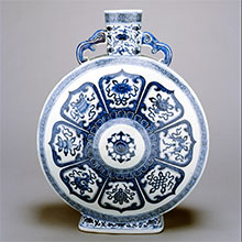 Jingdezhen kilns, Jingxi province, China, Blue-and-white large moon flask, 19th century. Porcelain with underlaze blue, The Suzanne and Alex Rosenkrantz Collection of Asian Art.
