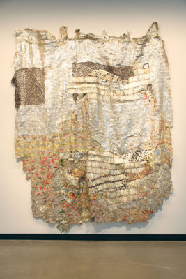 El Anatsui, Life Egg, 2015, Aluminum strips and copper, Private Collection © El Anatsui. Courtesy of the artist and Jack Shaiman Gallery, New York.