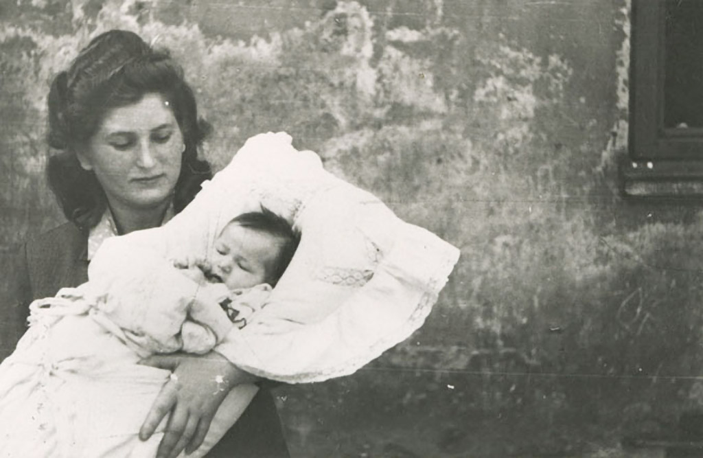 Hania Podemski with newborn Esther Podemski.