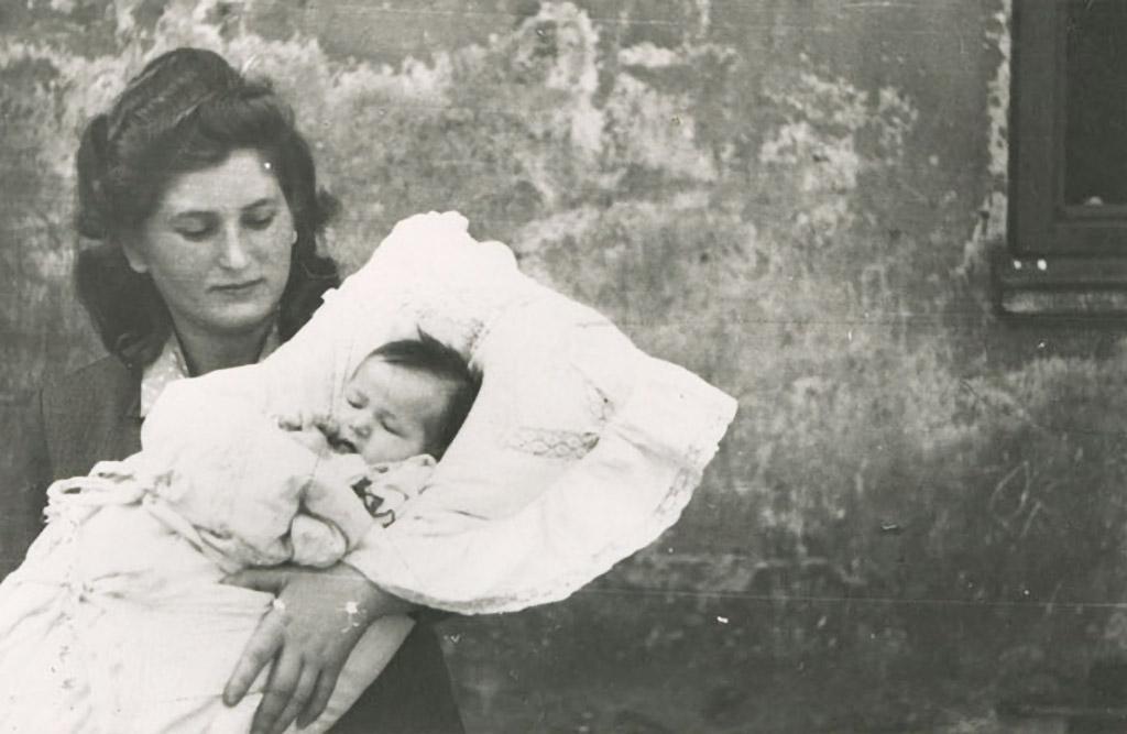Hania Podemski with newborn Esther Podemski.